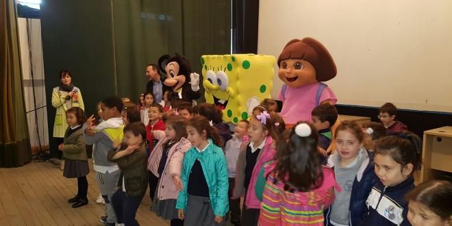 Dora, Mickey y Bob Esponja visitan nuestro cole